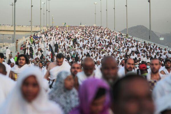 Сотни тысяч паломников-мусульман, архивное фото - Sputnik Таджикистан