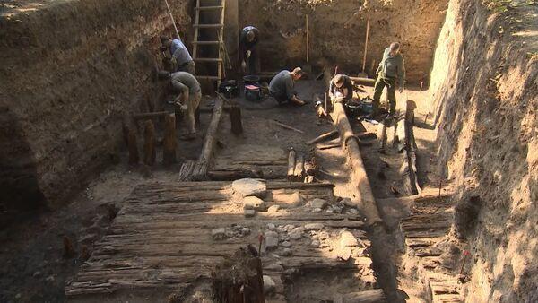 Раскопки в центре Москвы: что нашли археологи на месте снесенной России - Sputnik Таджикистан