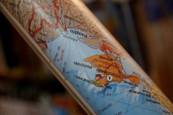 Свернутая в рулон политическая карта Европы. Архивное фото. - Sputnik Таджикистан
