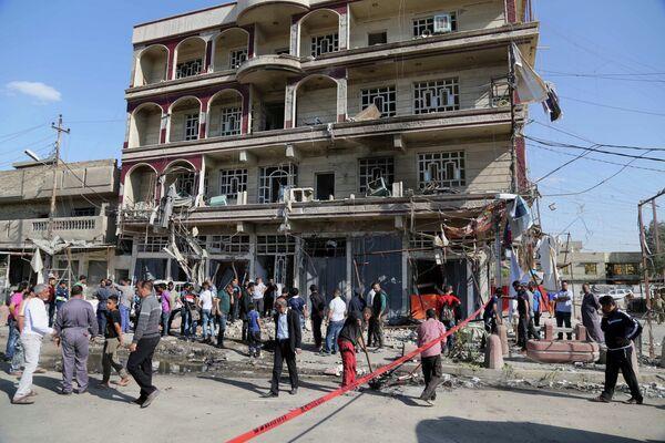 Улица в Багдаде, на которой в марте 2015 года прогремел взрыв - Sputnik Таджикистан