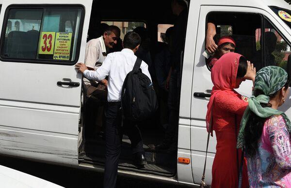 Маршрутное такси в Душанбе - Sputnik Таджикистан
