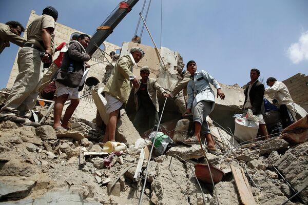 Поиски выживших в Йемене - Sputnik Таджикистан