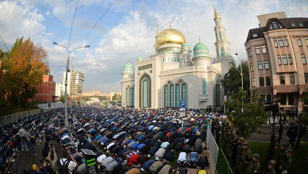 Праздник Курбан-Байрам в Московской Соборной мечети. Архивное фото - Sputnik Таджикистан