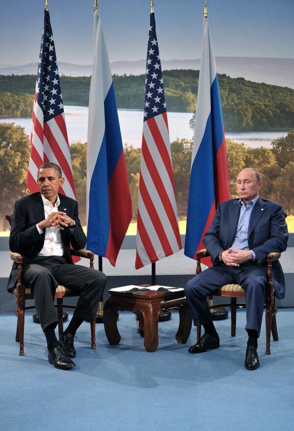 Президент России Владимир Путин (справа) и президент США Барак Обама. Архивное фото - Sputnik Таджикистан