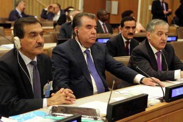 Эмомали Рахмон на высоком форуме для стран, не имеющих выхода к морю - Sputnik Таджикистан