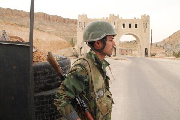 Военнослужащий сирийской армии. Архивное фото. - Sputnik Таджикистан