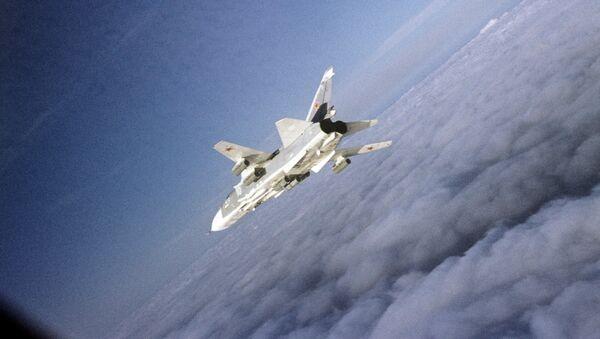 Бомбардировщик Су-24. Архивное фото. - Sputnik Таджикистан