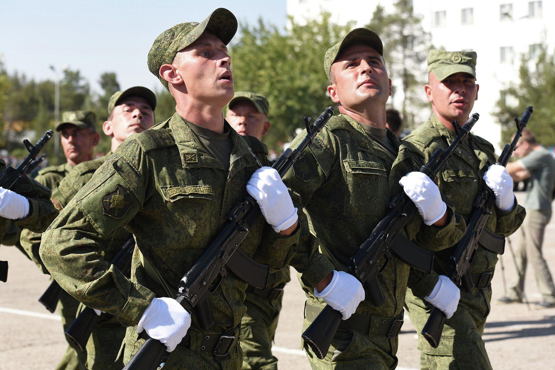 Праздник в 201-ой РВБ отметили военным парадом и концертом - Sputnik Тоҷикистон, 1920, 30.09.2021