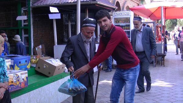 В День пожилых душанбинцы рассказали о важности уважения к старшим - Sputnik Таджикистан