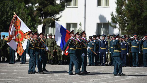 Праздник в 201-ой РВБ отметили военным парадом и концертом. Архивное фото - Sputnik Таджикистан