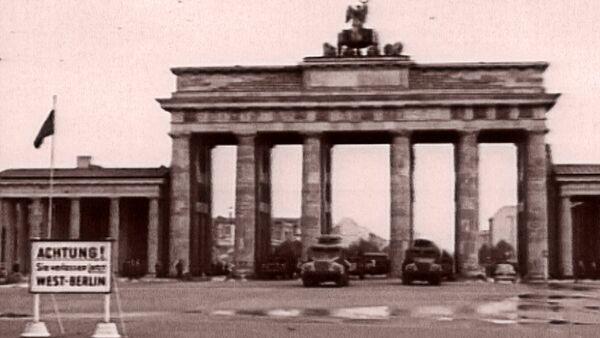 Снова вместе: падение Берлинской стены и воссоединение Германии. Архив - Sputnik Таджикистан