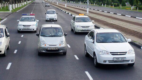 Автомобильное движение в Ташкенте. Архивное фото - Sputnik Таджикистан