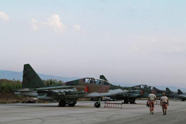 Российская боевая авиация на аэродроме около Латакии - Sputnik Таджикистан