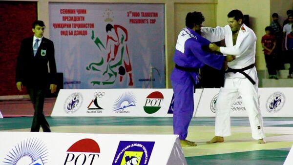 Таджик в финале одолел белоруса и завоевал Кубок президента по дзюдо - Sputnik Таджикистан