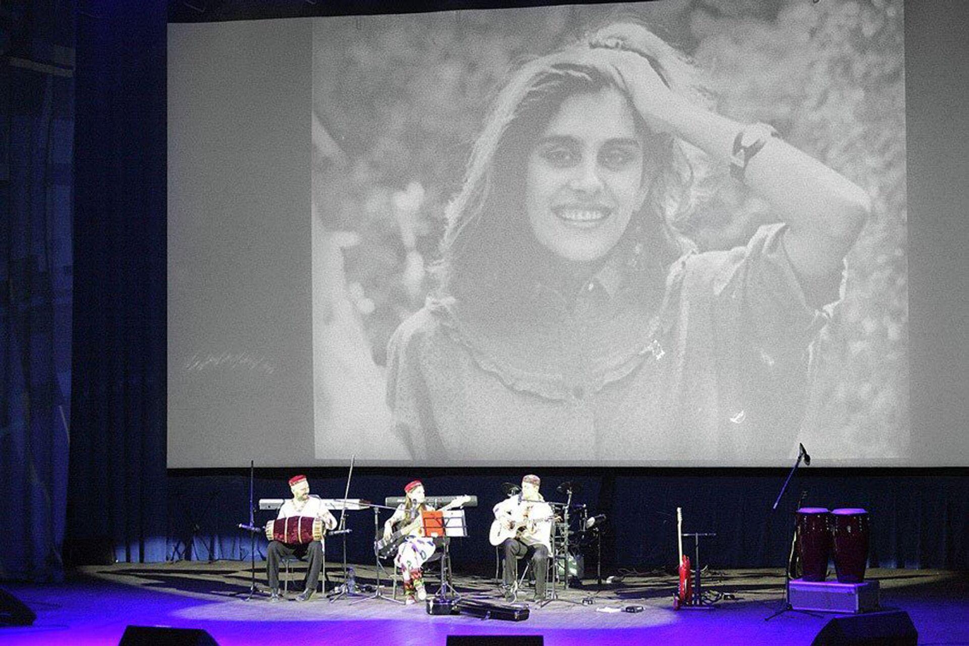 Портрет Наргис Бандишоевой на концерте группы Baraka  - Sputnik Тоҷикистон, 1920, 07.10.2021