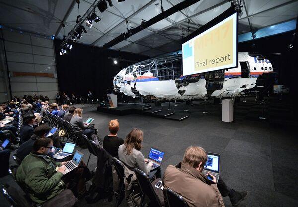 Презентация доклада Совета безопасности Нидерландов по причинам крушения Boeing 777 - Sputnik Таджикистан