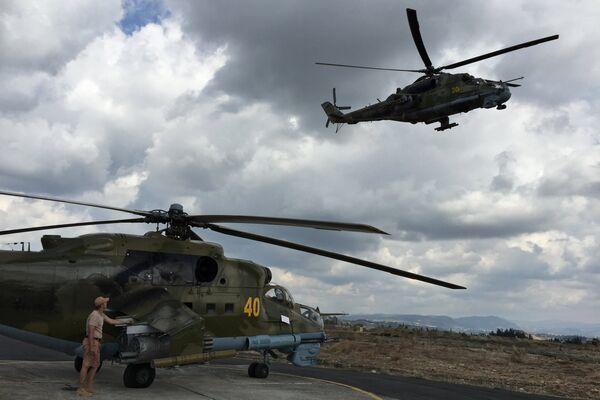 Россия задействует вертолеты в операции против ИГ в Сирии. Архивное фото - Sputnik Таджикистан