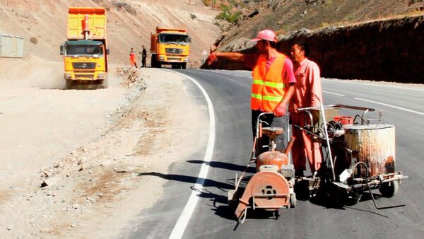 Журналистам показали отремонтированную дорогу Айни-Пенджикент - Sputnik Таджикистан
