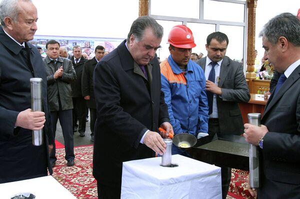 Эмомали Рахмон на церемонии запуска строительства нового города Бахористон - Sputnik Таджикистан