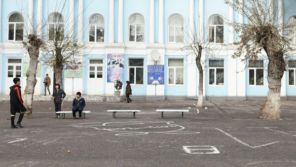 Школа №9 в Душанбе. Архивное фото - Sputnik Таджикистан