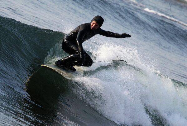 Серфингист. Архивное фото - Sputnik Таджикистан