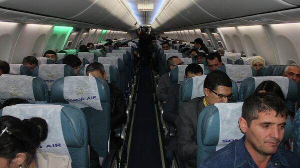 Пассажиры первого рейса Сомон Эйр Душанбе-Бишкек - Sputnik Тоҷикистон