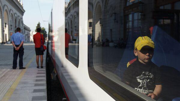 Скоростной поезд. Архивное фото. - Sputnik Таджикистан