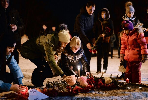Акция памяти жертв крушения А-321 в городах России - Sputnik Таджикистан