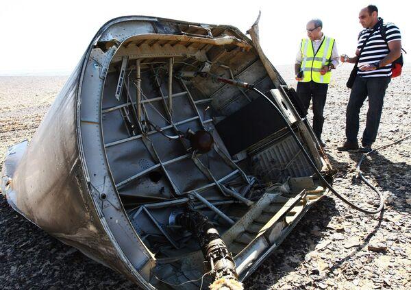 Обломки самолета Airbus A321 авиакомпании Когалымавиа - Sputnik Таджикистан