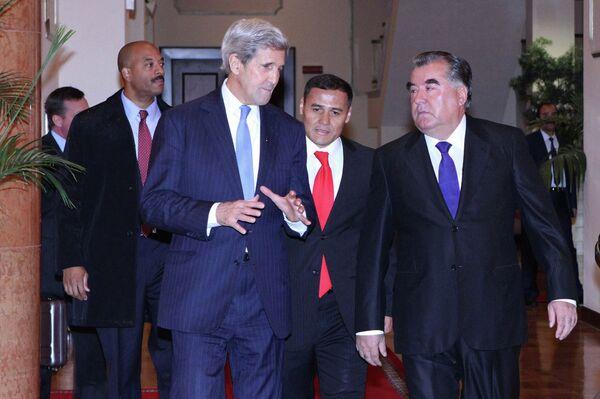 Встреча Эмомали Рахмона и Джона Керри в Душанбе 3 ноября 2015 года - Sputnik Таджикистан