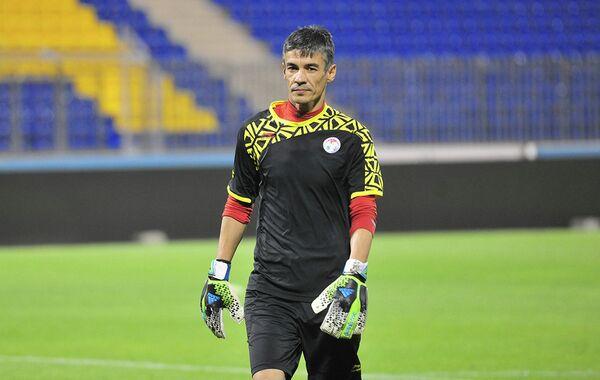 Вратарь сборной Таджикистана по футболу Алишер Туйчиев. Архивное фото - Sputnik Таджикистан