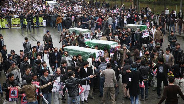 Траурный митинг в Кабуле с телами семи обезглавленных боевиками ИГ заложников в провинции Газни - Sputnik Таджикистан
