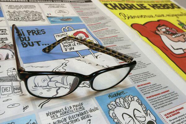 Номер Charlie Hebdo. Архивное фото - Sputnik Таджикистан