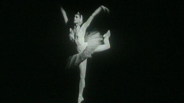 Майя Плисецкая: Важно танцевать не под музыку, а музыку. Кадры из архива - Sputnik Таджикистан