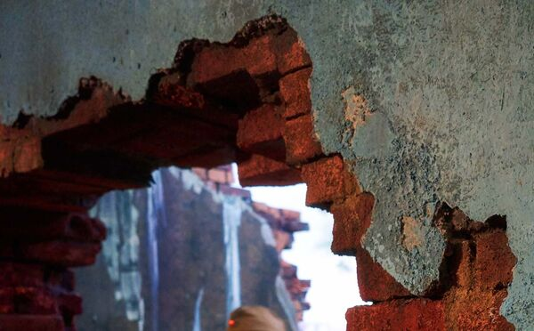 Дыра в стене. Архивное фото - Sputnik Таджикистан
