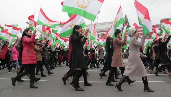 В Душанбе отметили день таджикского флага - Sputnik Тоҷикистон
