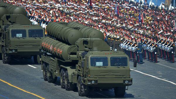 Зенитный ракетный комплекс С-400 Триумф во время генеральной репетиции военного парада. Архивное фото. - Sputnik Таджикистан