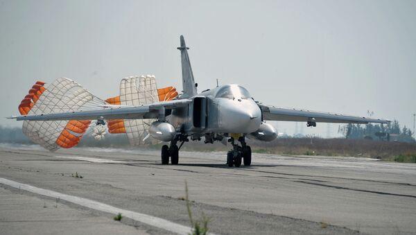 Российский бомбардировщик Су-24. Архивное фото - Sputnik Таджикистан