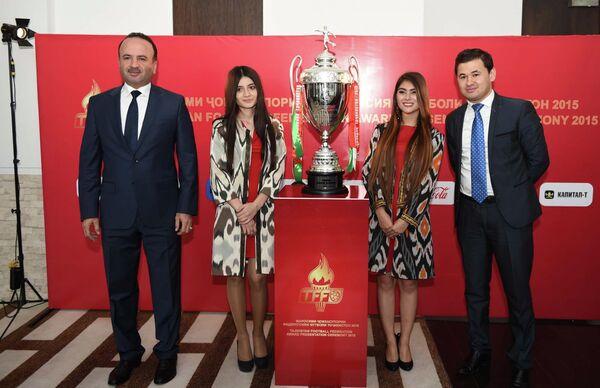 На церемонии награждения футболистов и тренеров Таджикистана - Sputnik Таджикистан