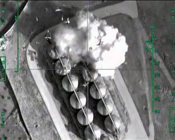 Нанесение авиаудара ВКС России по нефтехранилищам террористов в Сирии - Sputnik Таджикистан