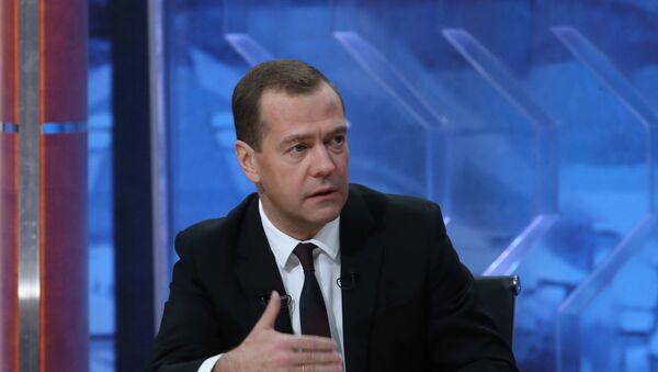 Интервью премьер-министра РФ Д.Медведева пяти российским телеканалам - Sputnik Таджикистан