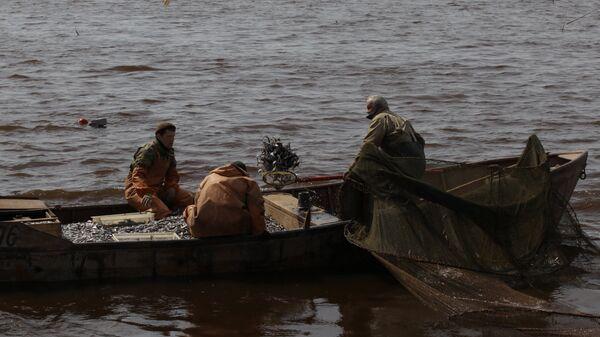 Ловля рыбы, архивное фото - Sputnik Тоҷикистон
