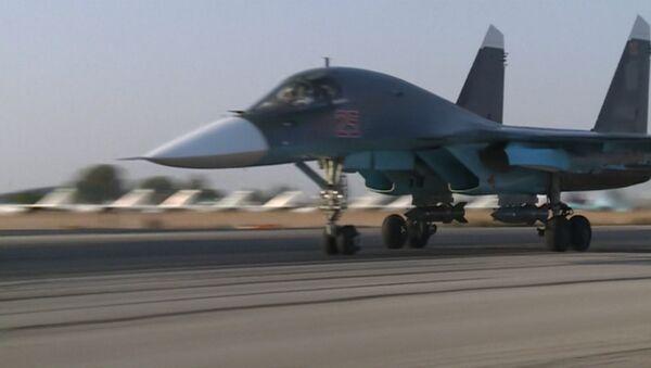 Парвозҳои Су-24 ва Су-25 хоки Сурия ба хотири ҳамла ба террористон - Sputnik Тоҷикистон