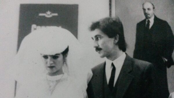Ориф Бобохонов с женой - Sputnik Таджикистан