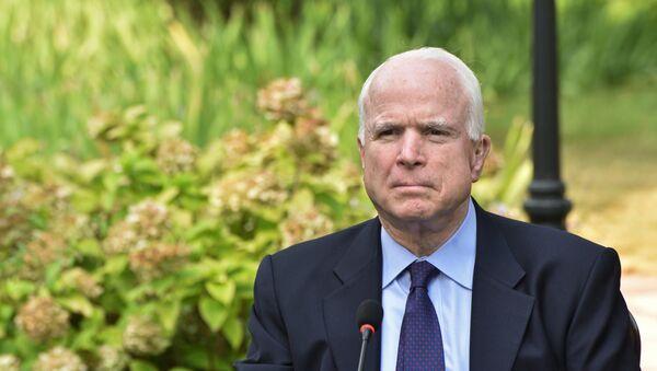 Сенатор США Джон Маккейн, архивное фото - Sputnik Таджикистан