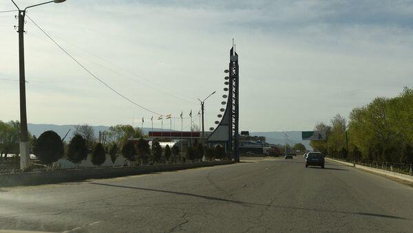 На въезде в Курган-Тюбе. Архивное фото - Sputnik Таджикистан