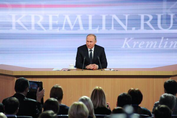 Одиннадцатая ежегодная большая пресс-конференция президента России Владимира Путина - Sputnik Таджикистан
