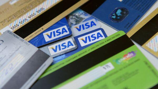 Банковские карты международных платежных систем VISA. Архивное фото - Sputnik Таджикистан