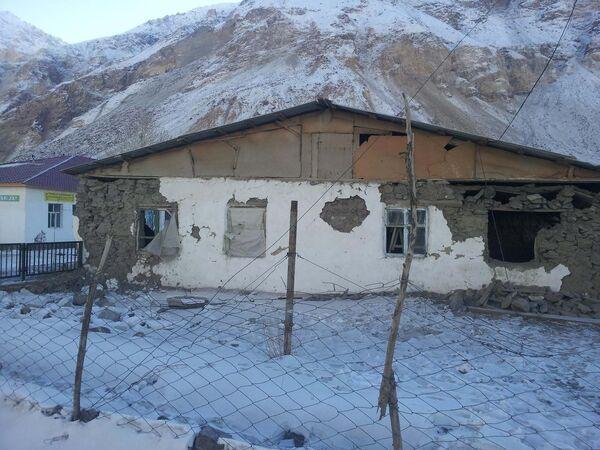 Последствия землетрясения в кишлаке Гудара - Sputnik Таджикистан