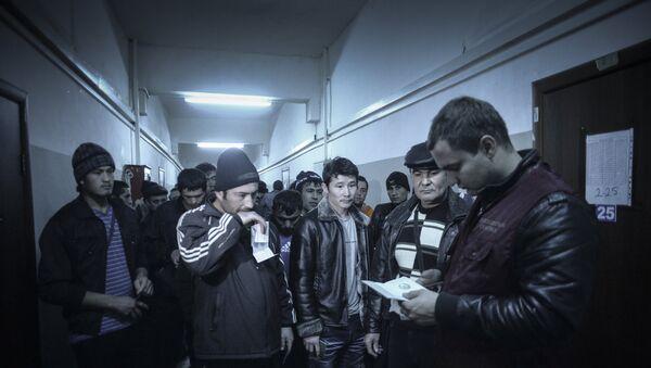 Рейд ФМС по выявлению нелегальных мигрантов в Москве. Архивное фото - Sputnik Таджикистан